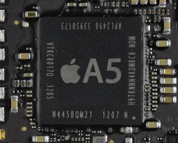 Apple A5内部架构(图片来自chipworks)   A5处理器是苹果自家设计,委由三星代工,A5集成了2个ARM Cortex-A9核心和2个Imagination Technologies的PowerVR SGX543图形核心,L1缓存为32KB数据缓存+32KB指令缓存,L2为1MB,运行频率1GHz。Cortex-A9架构相比Cortex-A8架构最大的改进是支持Out-of-Order(乱序执行),每个内核的运算能力从2 DMIPS/MHz提高到2.